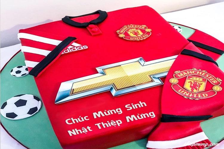In tên trên bánh sinh nhật Manchester United