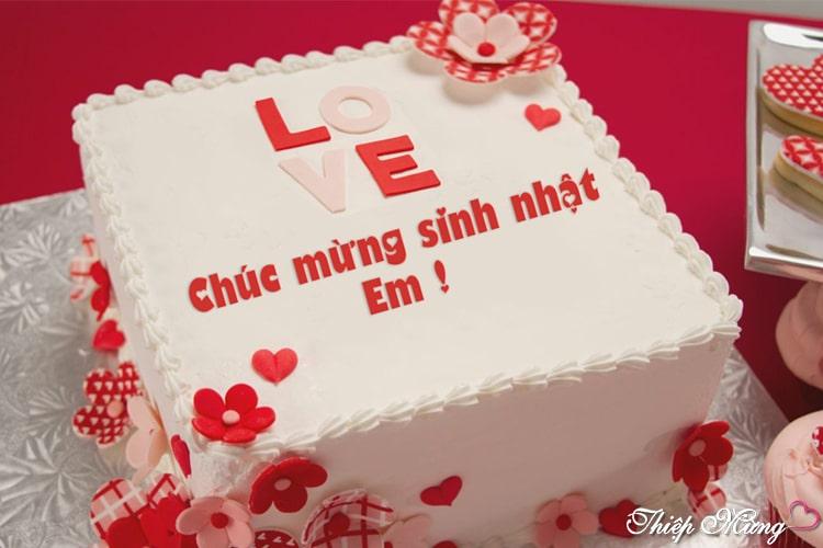 Viết chữ lên bánh sinh nhật cho người yêu