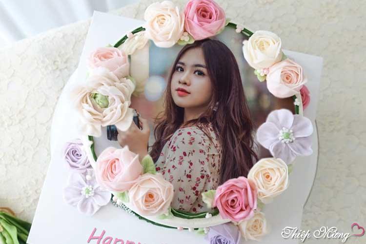 Ghép ảnh lên bánh sinh nhật hoa ấn tượng